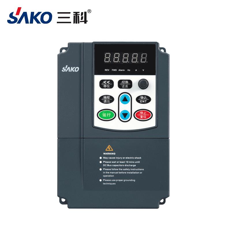 三科220V水泵变频器0.75-2.2kW